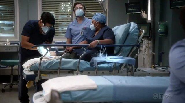 seriál Chirurgové Greys.Anatomy.S17E02 series